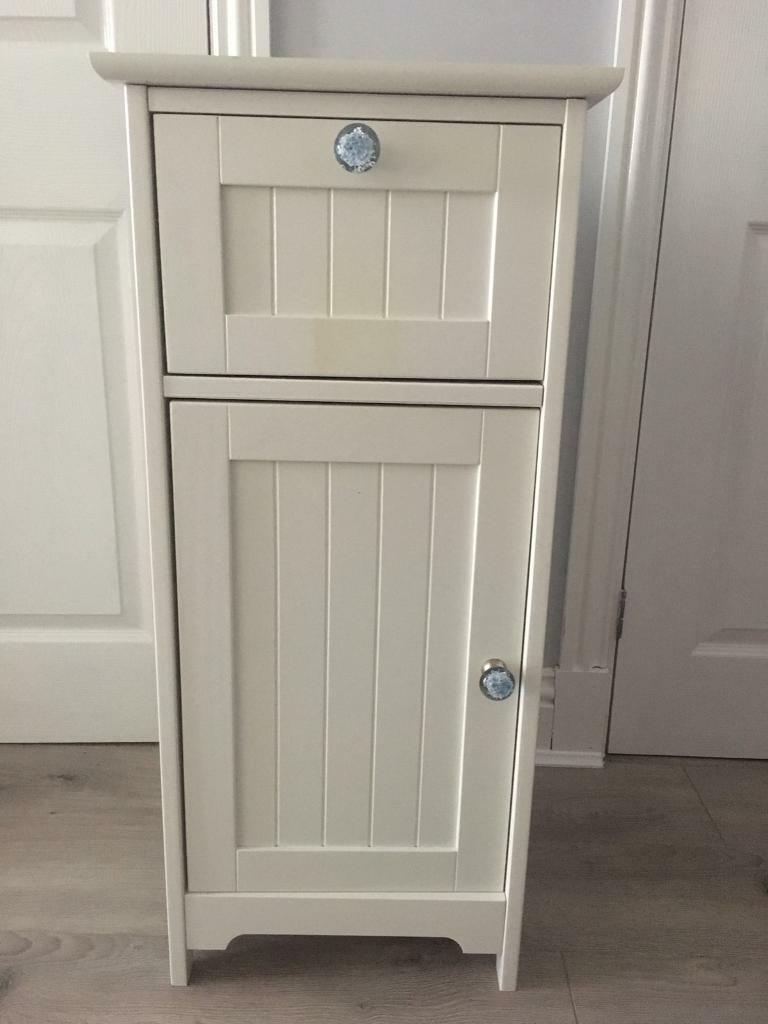 Marks Spencer White Bathroom Cabinet In East Kilbride Glasgow pertaining to measurements 768 X 1024